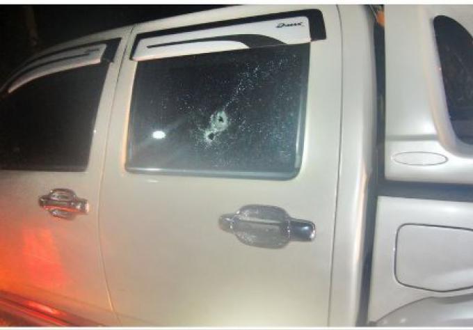 La police enquête sur le tir sur un camion pick-up garé