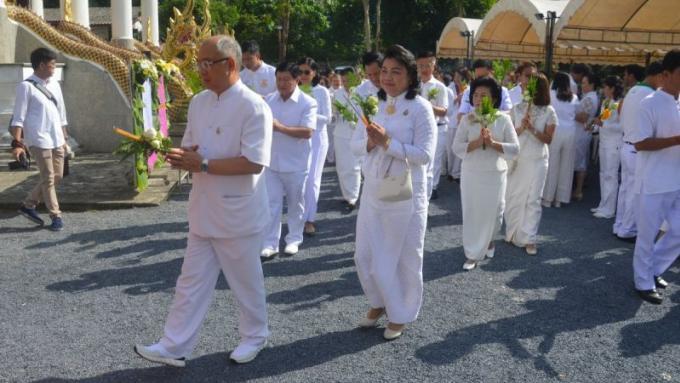 Phuket célèbre Visakha Bucha