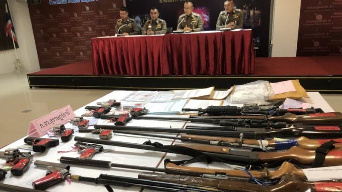 La police saisit armes et drogues dans des interventions post-Songkran
