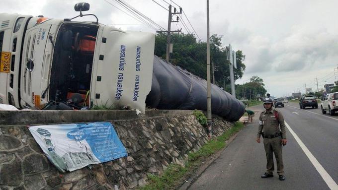 Un camion se renverse sur la bypass road