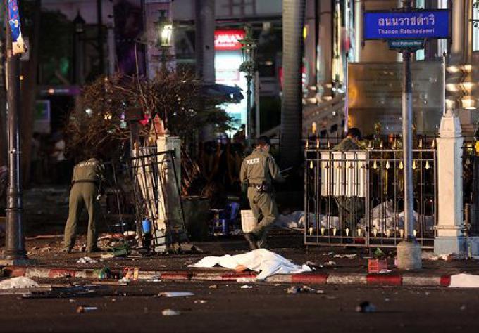 L attentat de Bangkok Les autorités locales font état de 19 morts (4 touristes) et plus de 120 ble