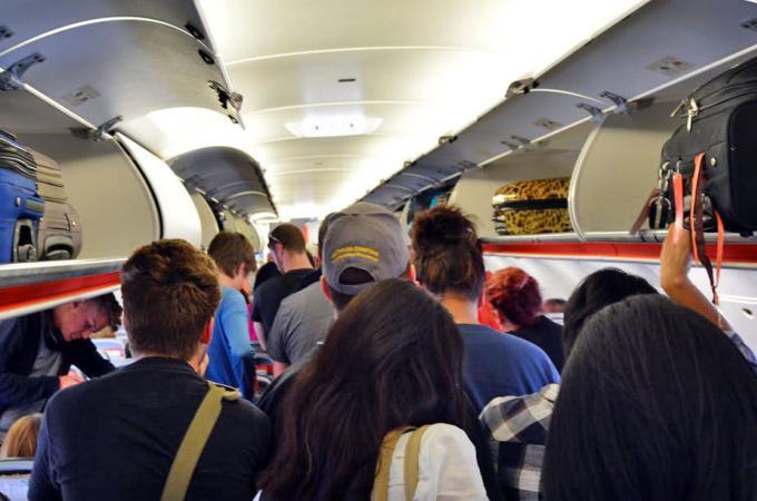 Les aéroports thaïs sévissent contre les produits autorisés à bord des avions
