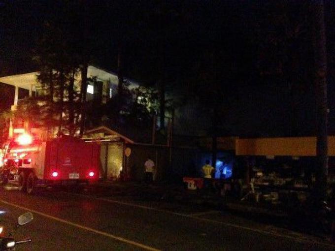 Un incendie a ravagé 10 magasins au marché de Karon Plaza