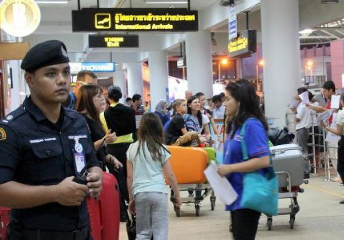 Le tourisme de Phuket supporte le poid des bombardements de Bangkok