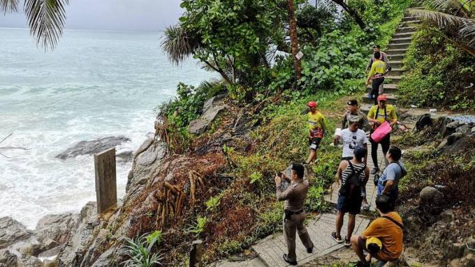 Les recherches des deux philippins disparus en mer continuent