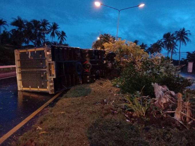 Un conducteur inculpé après s'être endormi au volant et avoir renversé son camion
