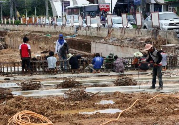 Samak Lueduanghad a ordonné à l'enrepreneur de Samkong Underpass de faire les réparations majeure