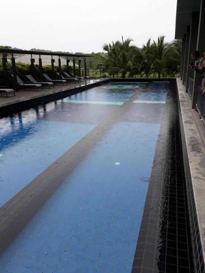 La Police Scientifique enquête sur la possible électrocution d'un touriste dans un resort de Phu