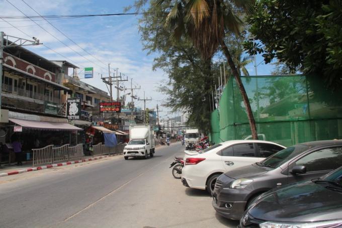La route du front de mer de Patong fermée pendant l'enfouissement des câbles