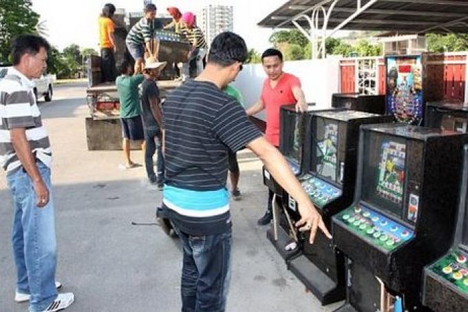 La Police de Phuket saisit des machines de casino valant plus de 2 millions de Bahts