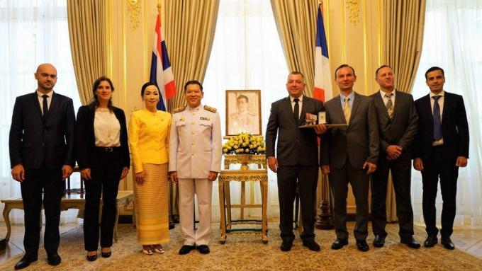 Un expat français de Phuket décoré pour sa participation au sauvetage de la grotte Tham Luang