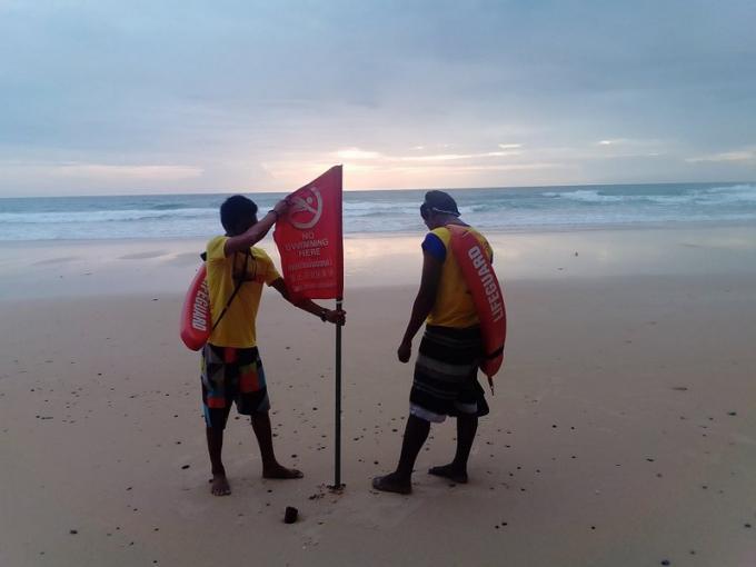 Les sauveteurs reviennent à Surin Beach pour de bon