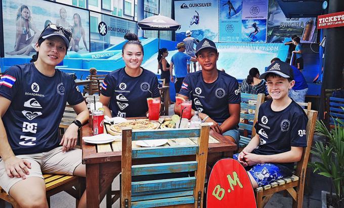 L'équipe de Phuket Surf House en Corée du Sud pour le championnat Flowboarding Worlds