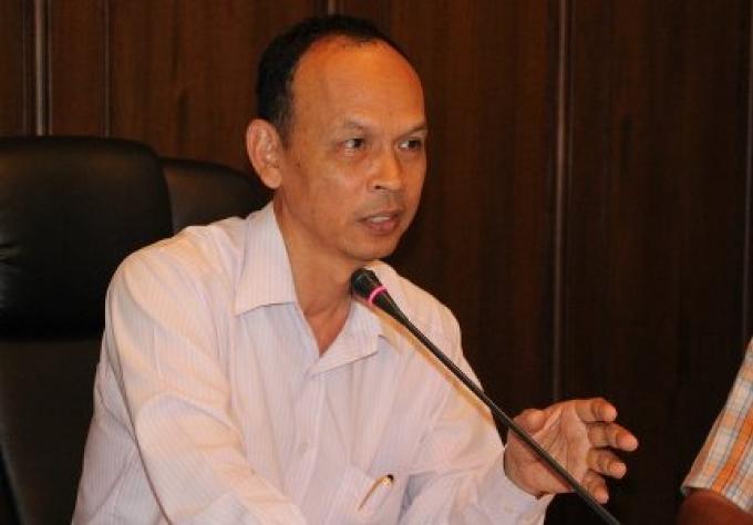 Phuket gouverneur reste calme malgre la protestation des plages a Bangkok