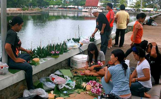 Joyeux Loy Krathong! Où faire flotter vos krathong à Phuket