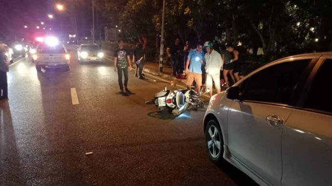 Une suédoise renversée par un scooter en traversant une route de Khao Lak