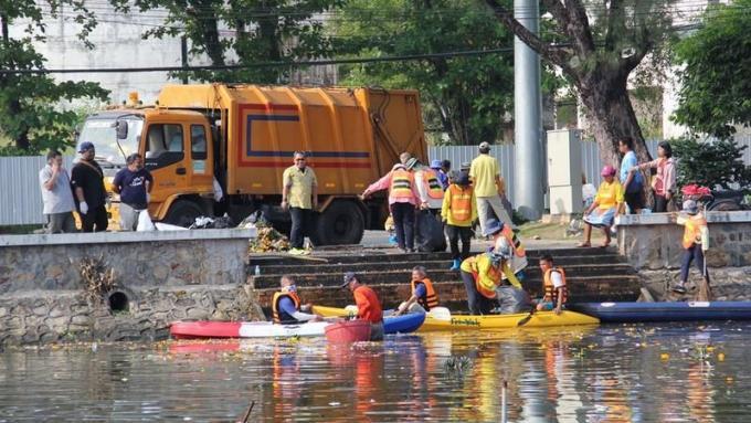 5.8 tonnes de krathongs ramassés à Saphan Hin