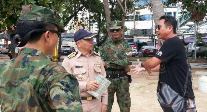 Descente de la Marine sur les marchands de Patong Beach