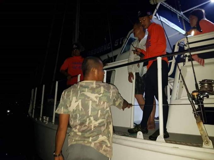 Un chinois et sa fille sain et sauf après avoir dérivé en mer au large de Koh Lanta