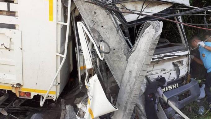 Un camion percute un pylône et prive l'aéroport d'électricité. Aucun vol affecté