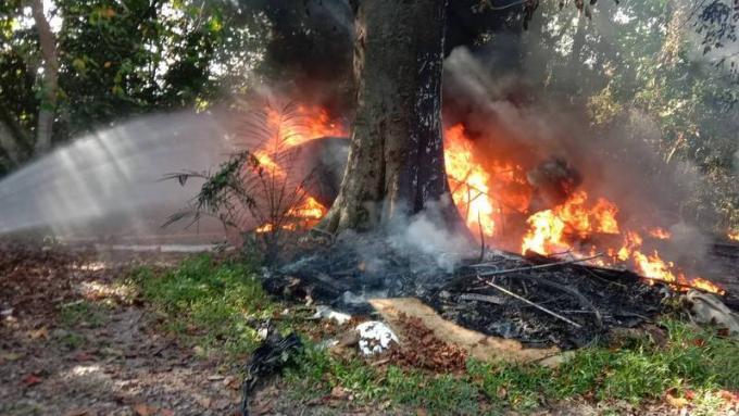 Un speedboat détruit pas un feu de poubelle mal maîtrisé