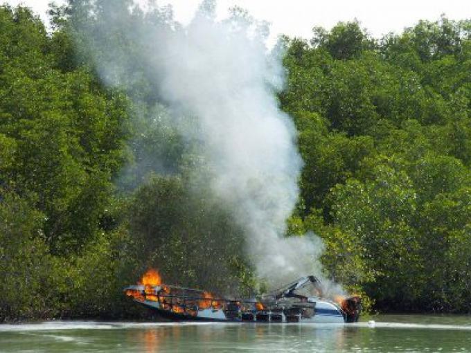 Un speedboat prend feu au Phuket Marina, deux personnes hospitalisées