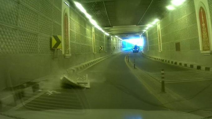 Prudence dans le tunnel de Chalong, les murs tombent