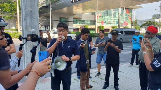 Central cède à la demande des taxis de Phuket