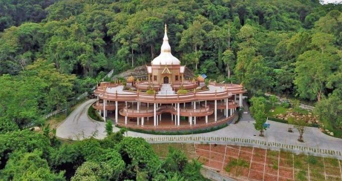 Six jours de cérémonies dans un temple de Phuket Town qui reçoit des reliques de moines
