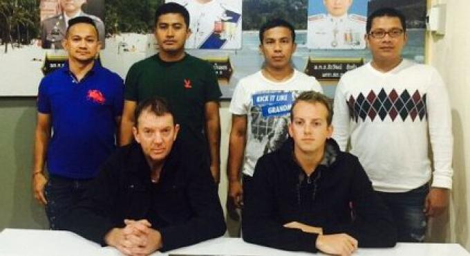 Le Père et son fils New Zelandais arrêtés à leur arrivée à l'aéroport de Phuket pour malhonn�