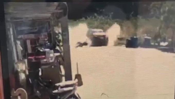 Des chauffeurs de taxi inculpés pour tentative de meurtre pour avoir renversé un piéton et s'ê