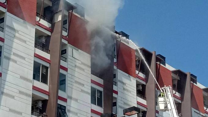 Trois personnes intoxiquées par la fumée dans l'incendie d'un condo à Phuket