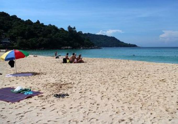 Règles de gestion des plages de Phuket gelées jusqu'à l'arrivée du nouveau gouverneur