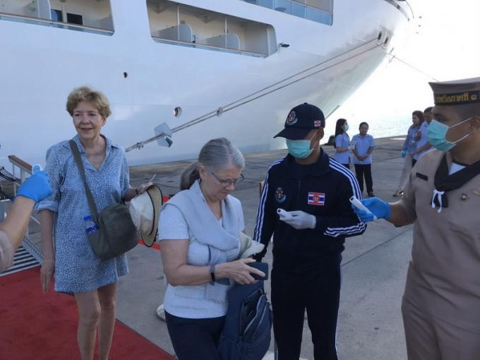 Un paquebot chargé de touristes européens arrive à Phuket