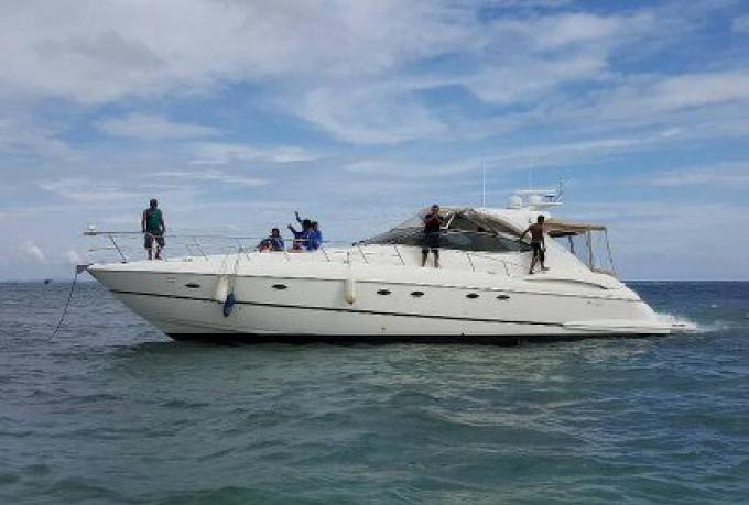 10 personnes secourues d'un Yacht