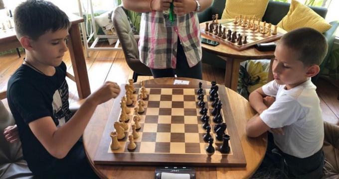 Les jeunes 'maîtres' de Phuket brillent lors du Chess Battles 2020
