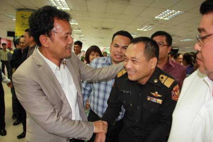 Bienvenue à la maison: Chamroen revient en tant que gouverneur de Phuket, NISIT dit au revoir