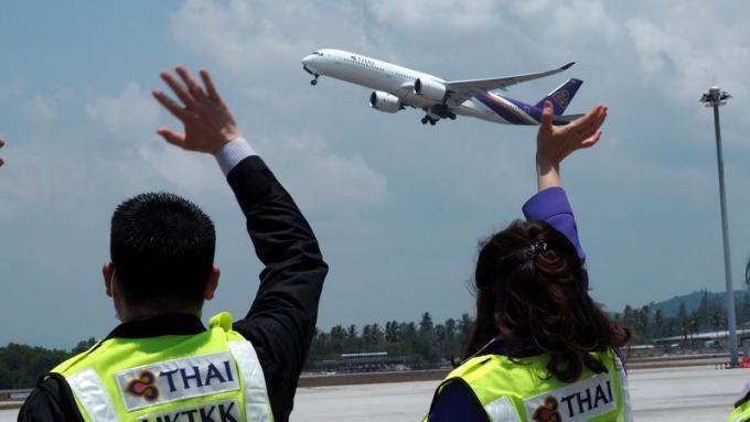 Confinement à Phuket : Les touristes priés de se dépêcher avant la fermeture de l'aéroport