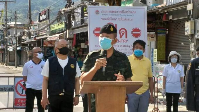 Le chef de l'armée dans la région en visite à Phuket met en garde contre le non respect du couv