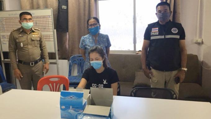 La Police de Chalong arrête une femme pour des masques beaucoup trop chers