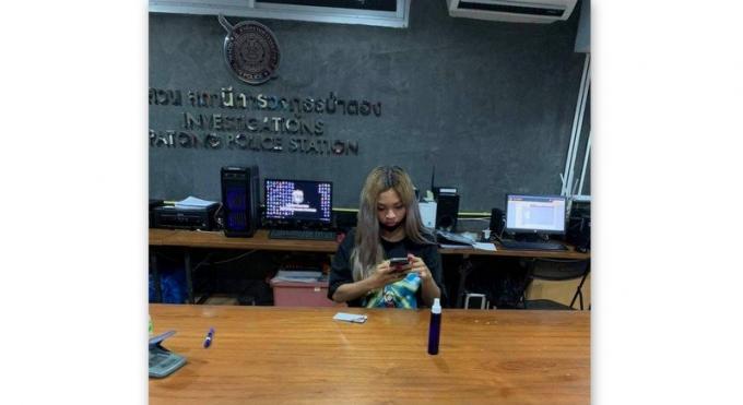 La police met en garde un ladyboy qui a moqué l'aide gouvernementale de B5,000