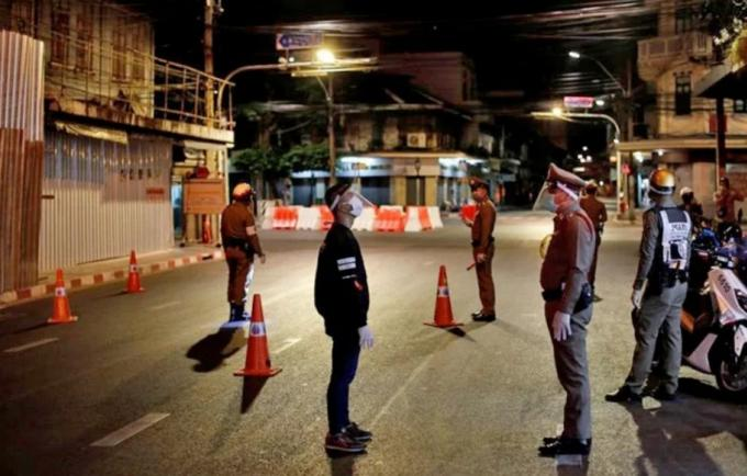 """Les habitants de Phuket appelés à rester chez eux pendant 14 jours, mais """"c'est un ordre."""""""