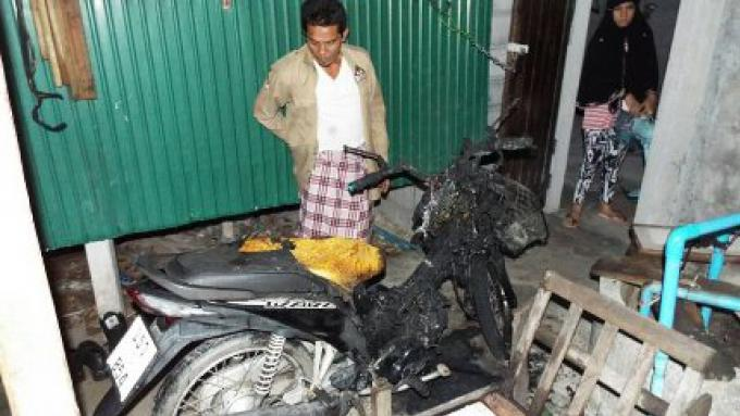 La police de Thalang  est à la chasse du pyromane de la moto