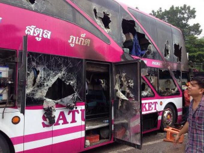 Le brasier du bus de Phuket laisse un mort, 12 blessés