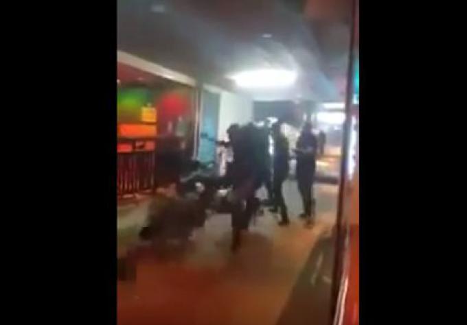 Des videurs d'une Boîte de nuit à Patong frappent violemment deux touristes!