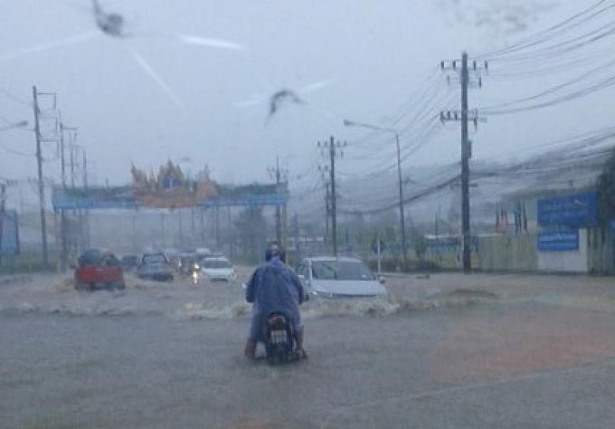 De fortes pluies sur Chalong