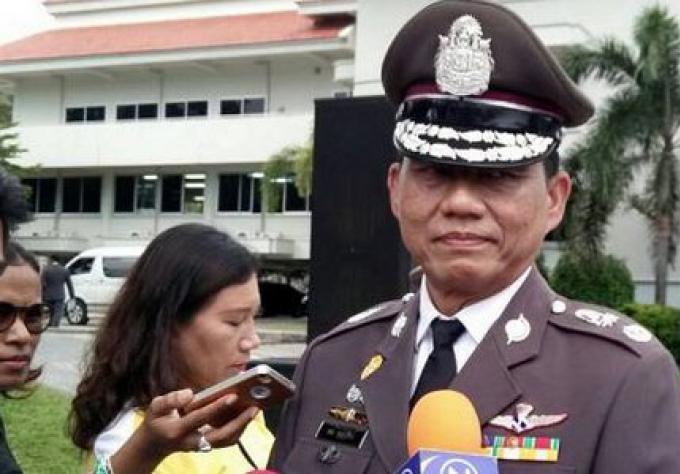 Les Policiers anti-émeute de Phuket ont reçu B100k en espèces pour leur bravoure et leur tenue pa