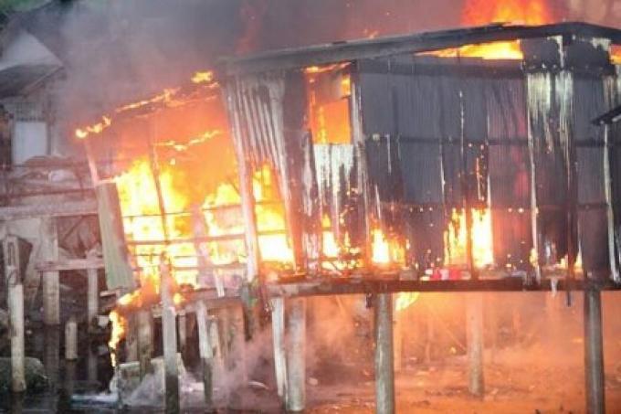 Un incendie ravage deux maison actualit phuket 96 for Anti incendie maison