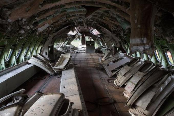 L'intérieur du cimetière d'avions de Bangkok est le foyer de plusieurs familles