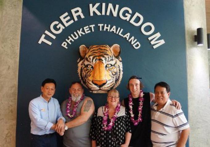 L'australien attaqué au tiger Kingdom l'an dernier y retourne